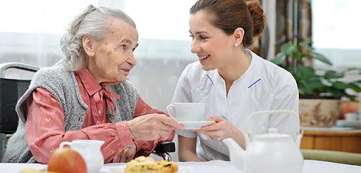 Aide aux repas personnes âgées